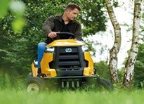 Cub Cadet XT2 LX42 in action